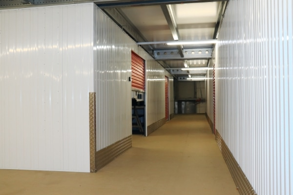 Self storage unit in kleding magazijn
